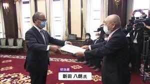県知事選 新田八朗氏に当選証書 「副知事は任期いっぱい務めて欲しい」